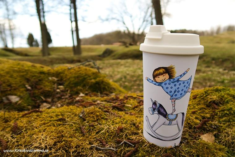 vilda på mugg i skogen
